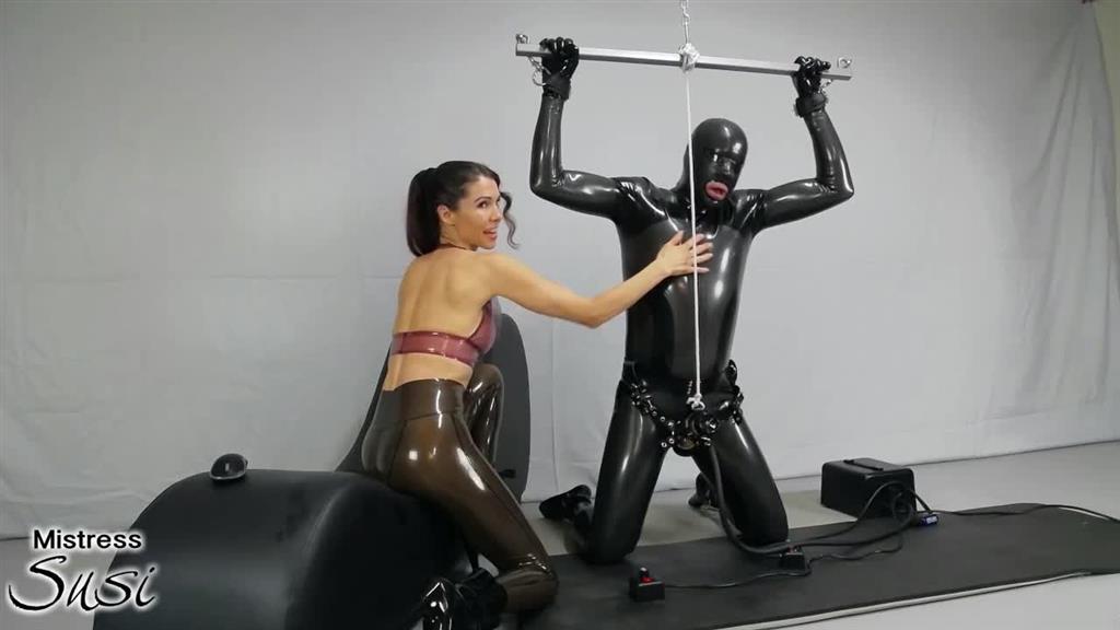 pornos 1687811 - Die Venus2000 Melkmaschine - Sklave, Rubber, melkmaschine, melken, Latexleggins, Latex, FemDom